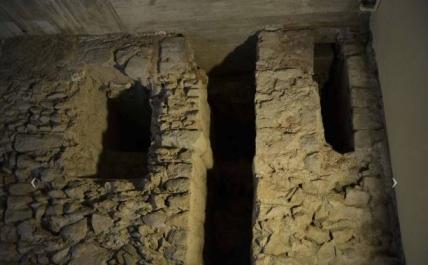 Aqueducte romà visibles de s de l'interior de la casa de l'Arrdiaca de Imatge de F. Font