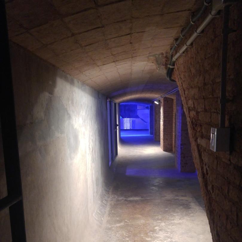 Interior de la Casa de les Aigües Interior del dipòsit de decantació i cloració.